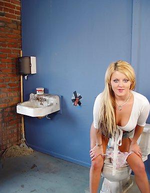 Milf Ass in Bath Porn